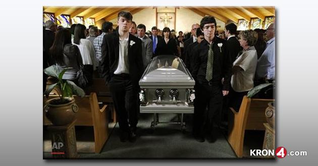 Berkeley-Balcony-Collapse_Cotati-funeral-service_183147