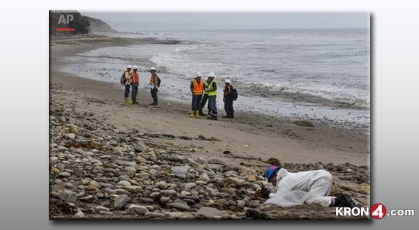 Santa-Barbara-Oil-Spill-cleanup-by-hand_182959