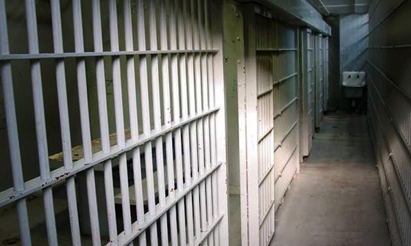 generic-jail-cell-11032014-mgn_165034