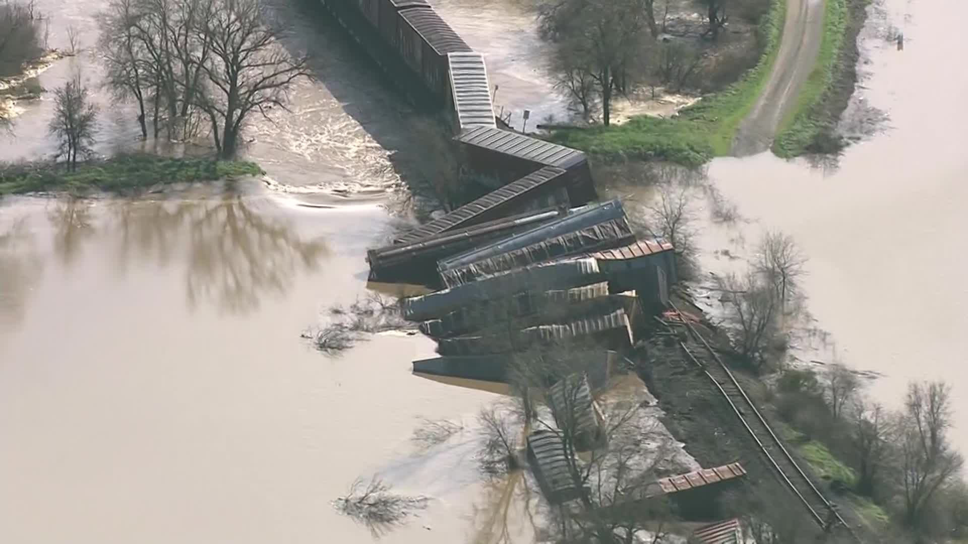 train-derails sacramento_497649