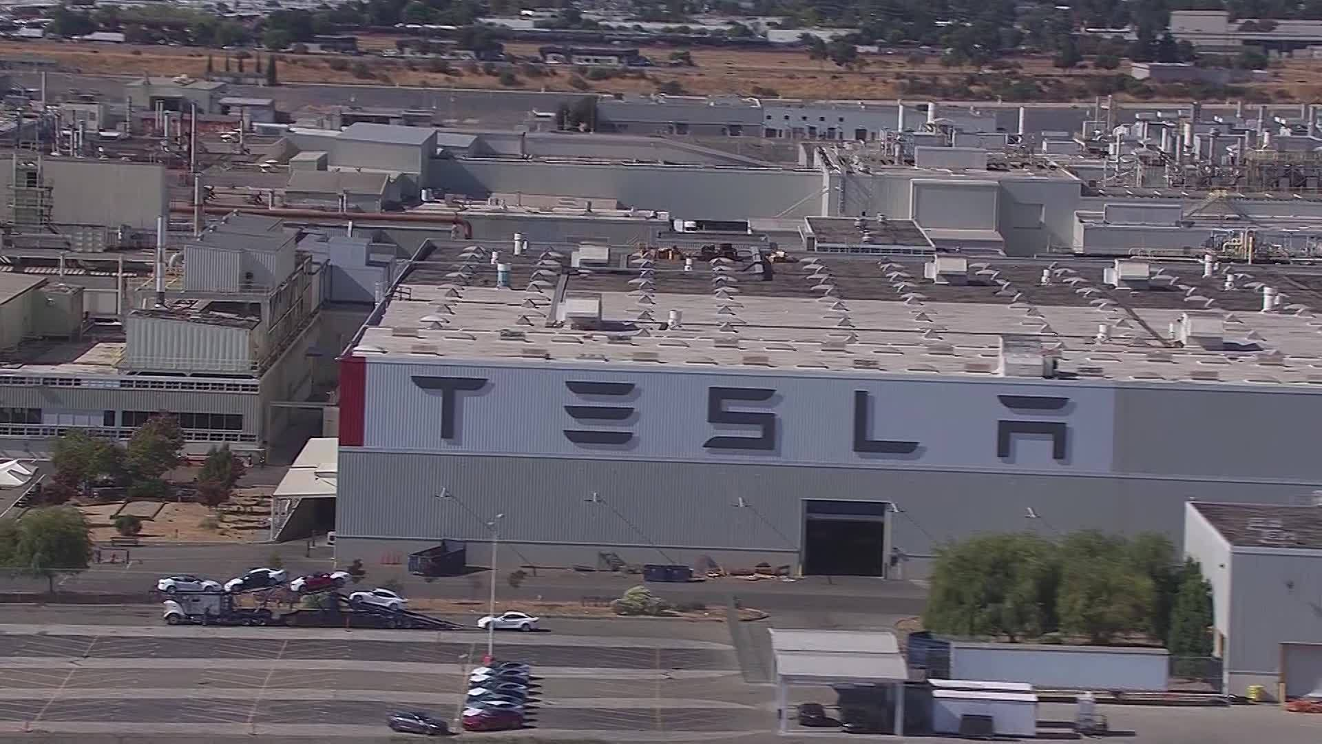 Tesla_to_remain_public_0_20180825151900
