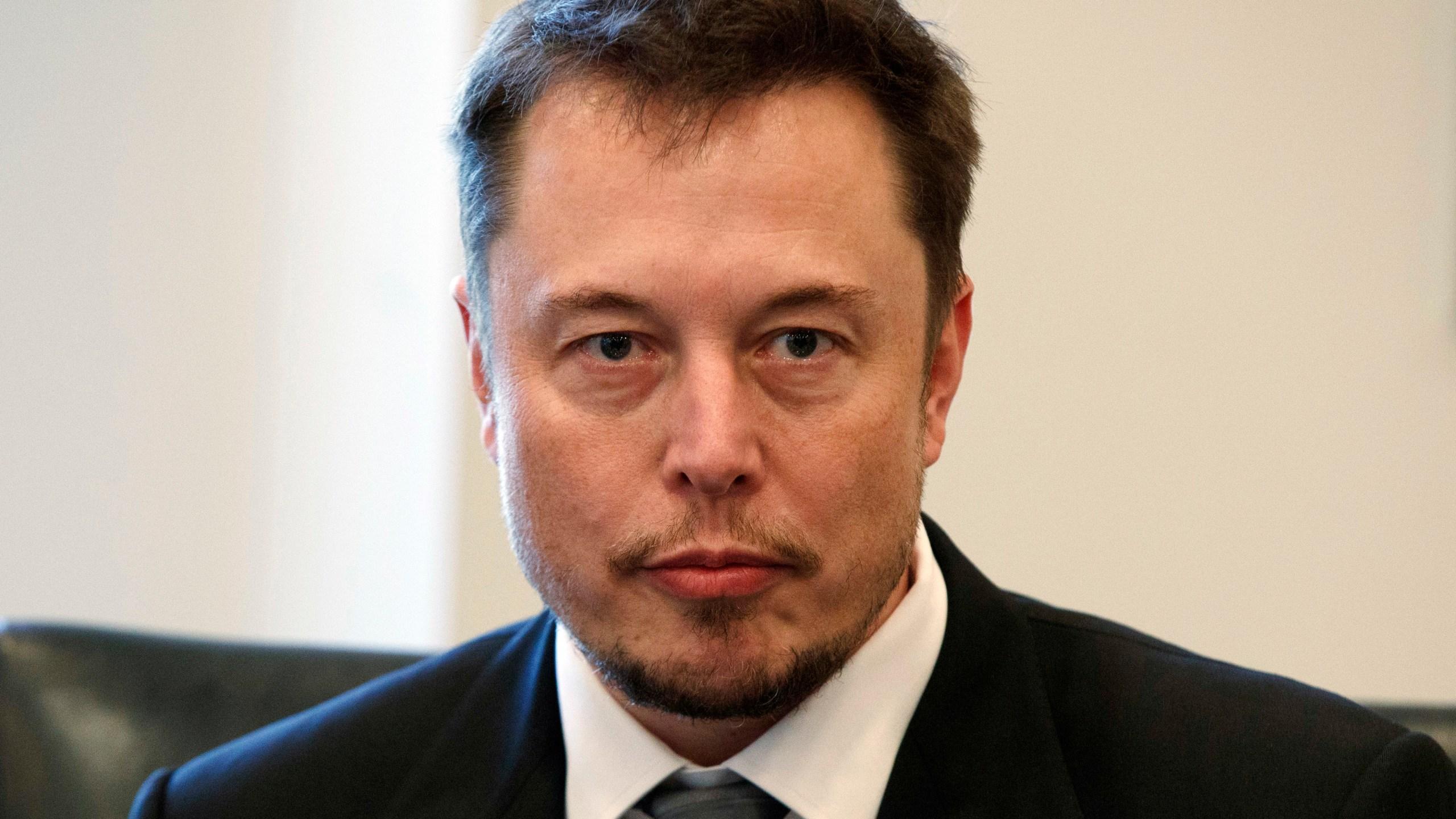 Elon_Musk_Social_Media_81829-159532.jpg36223269