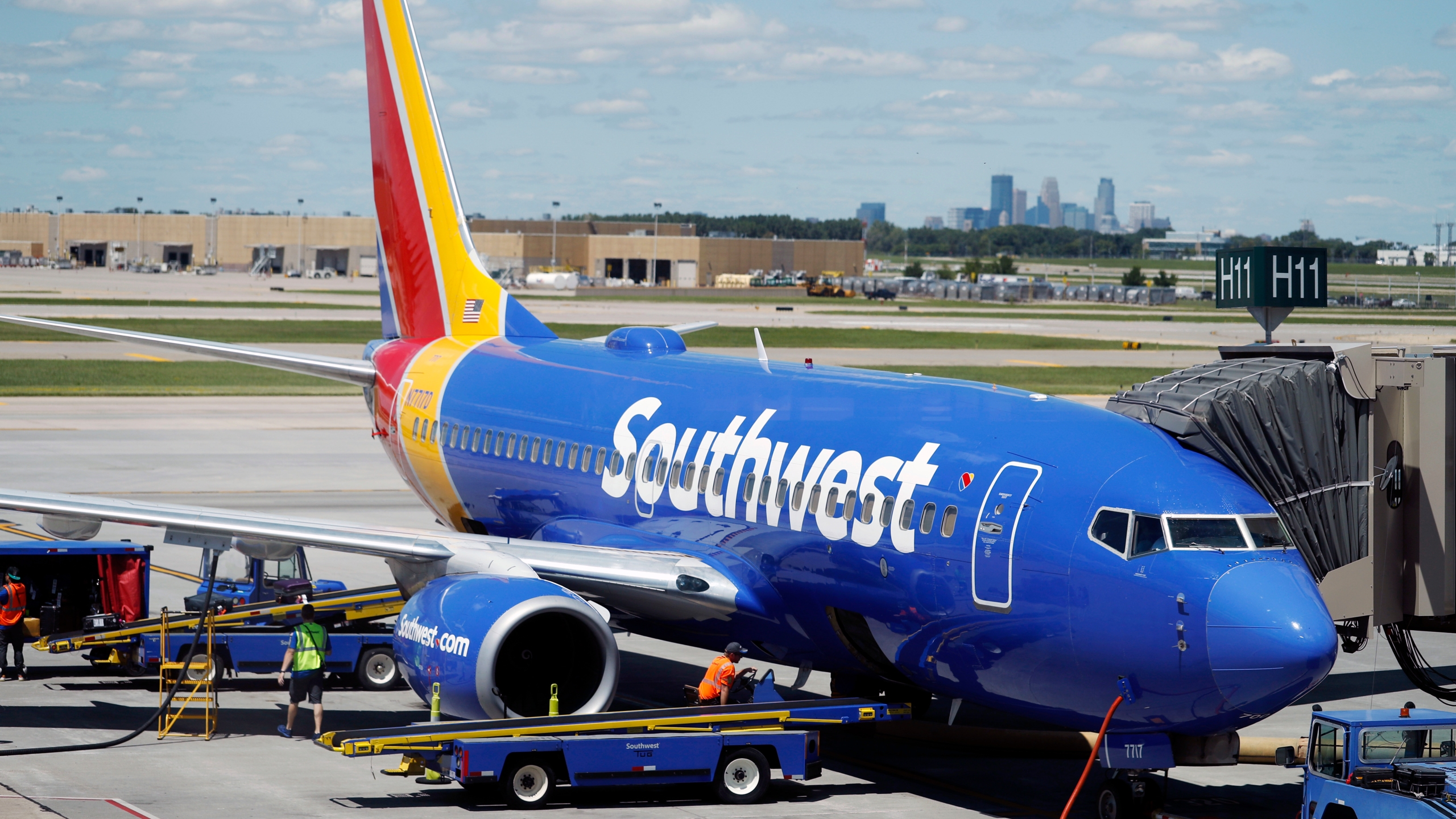 Earns_Southwest_Airlines_42751-159532.jpg68003696