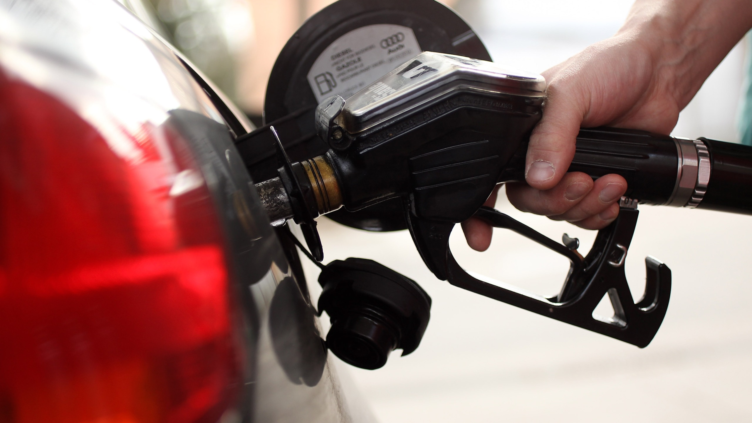 Average gas price drops 12 cents