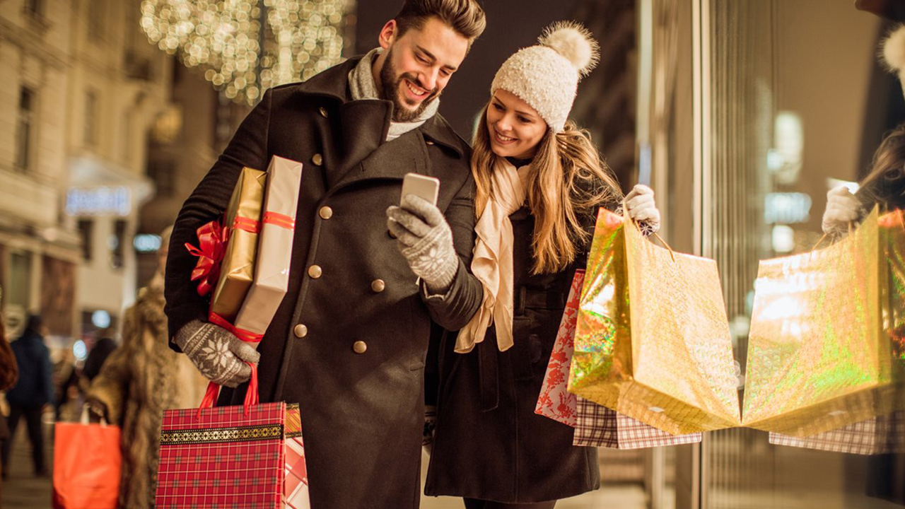 happy-couple-shopping-during-holidays_1542312870123_420101_ver1_20181117055504-159532