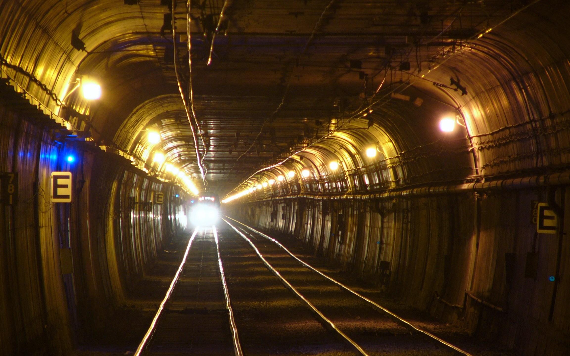 Twin_Peaks_Tunnel_205909