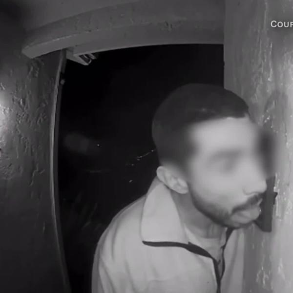 Man_caught_on_camera_licking_doorbell_3_20190108164444