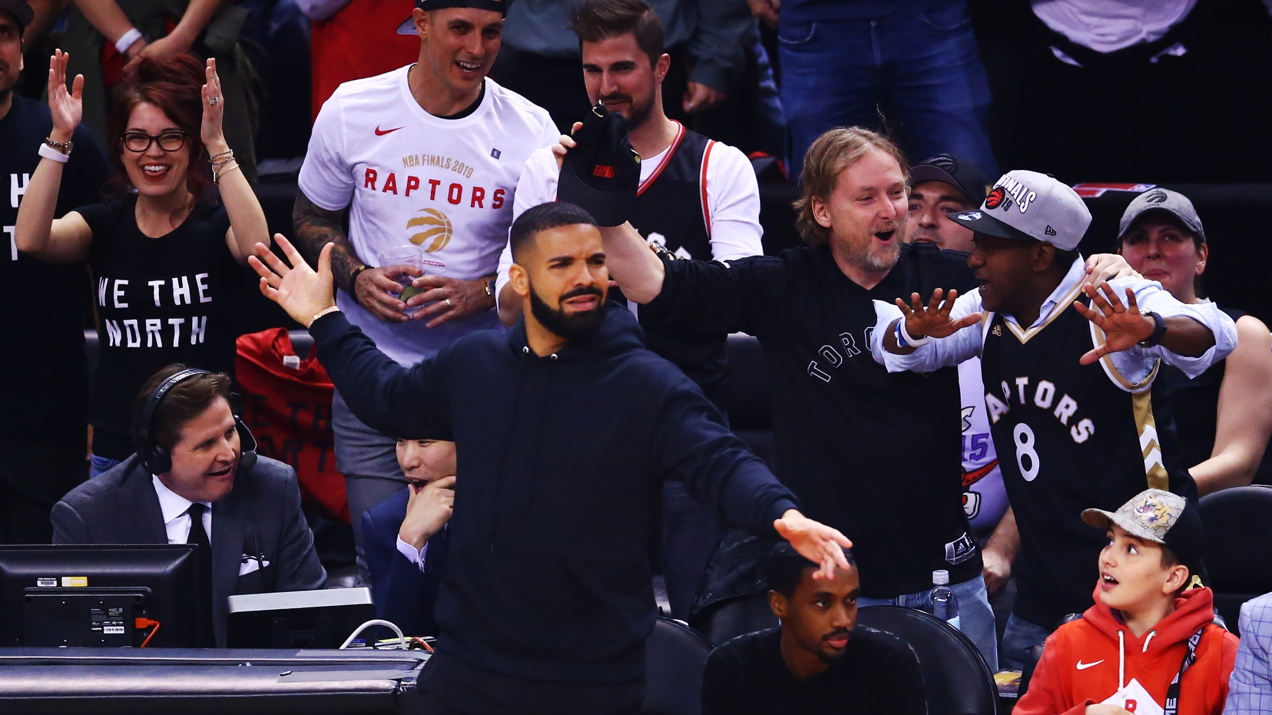 super popular 36830 2b8ba Drake trolls Warriors' Kevin Durant with sweatshirt at Game 2