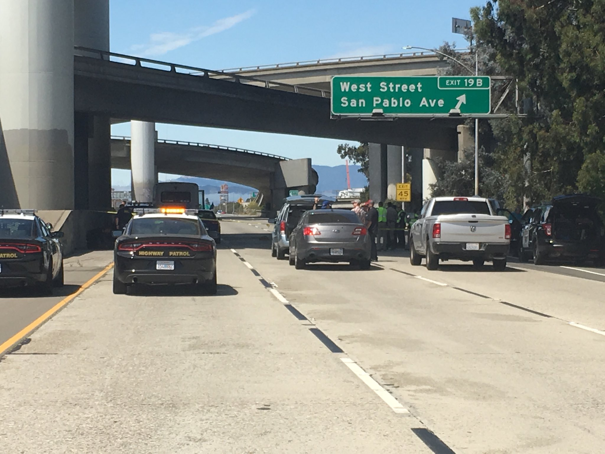 Police chase ends in gunfire on I-580 in Oakland   KRON4