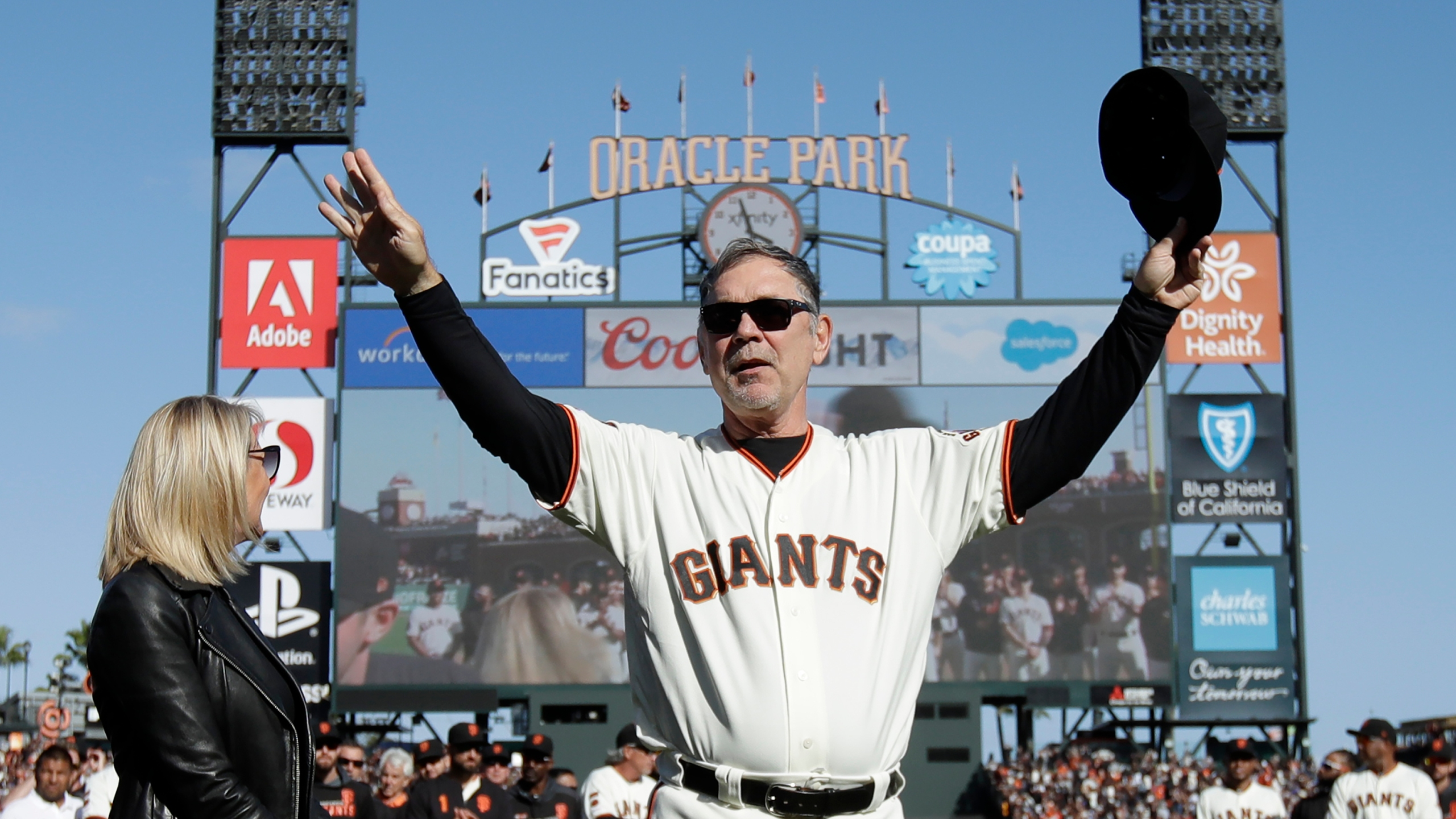 Giants' Bruce Bochy bids farewell 'to the greatest fans in baseball'