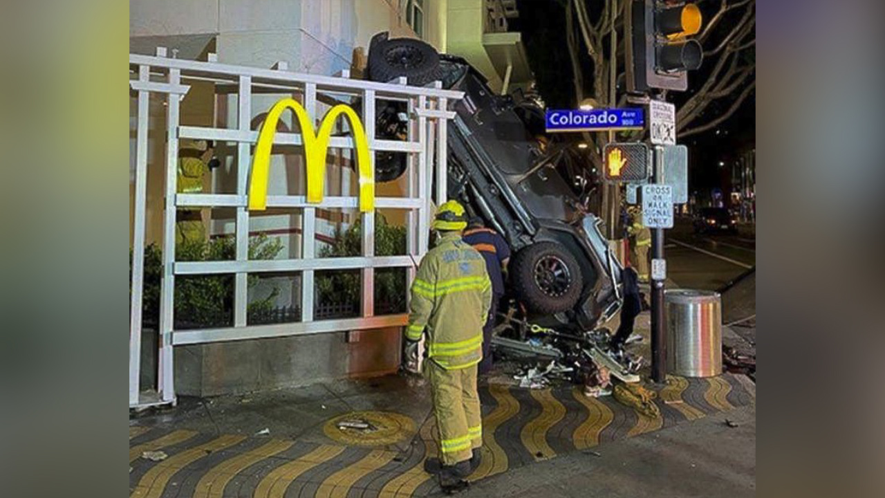 Santa Monica Jeep >> Man drives Jeep off 6-story roof of Los Angeles-area ...