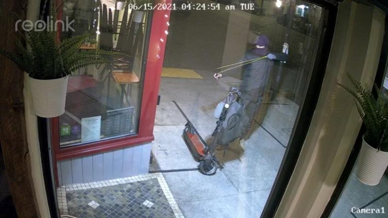 Video: Attempted robber uses slingshot to break glass at San Francisco restaurant