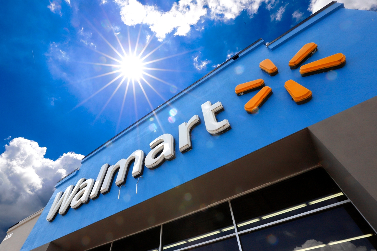 Walmart to pay for 100% of college tuition, books for employees